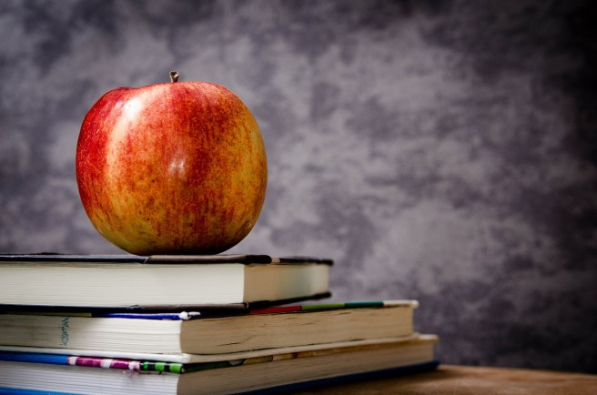 Apple for School - Jarmoluk - Pixabay